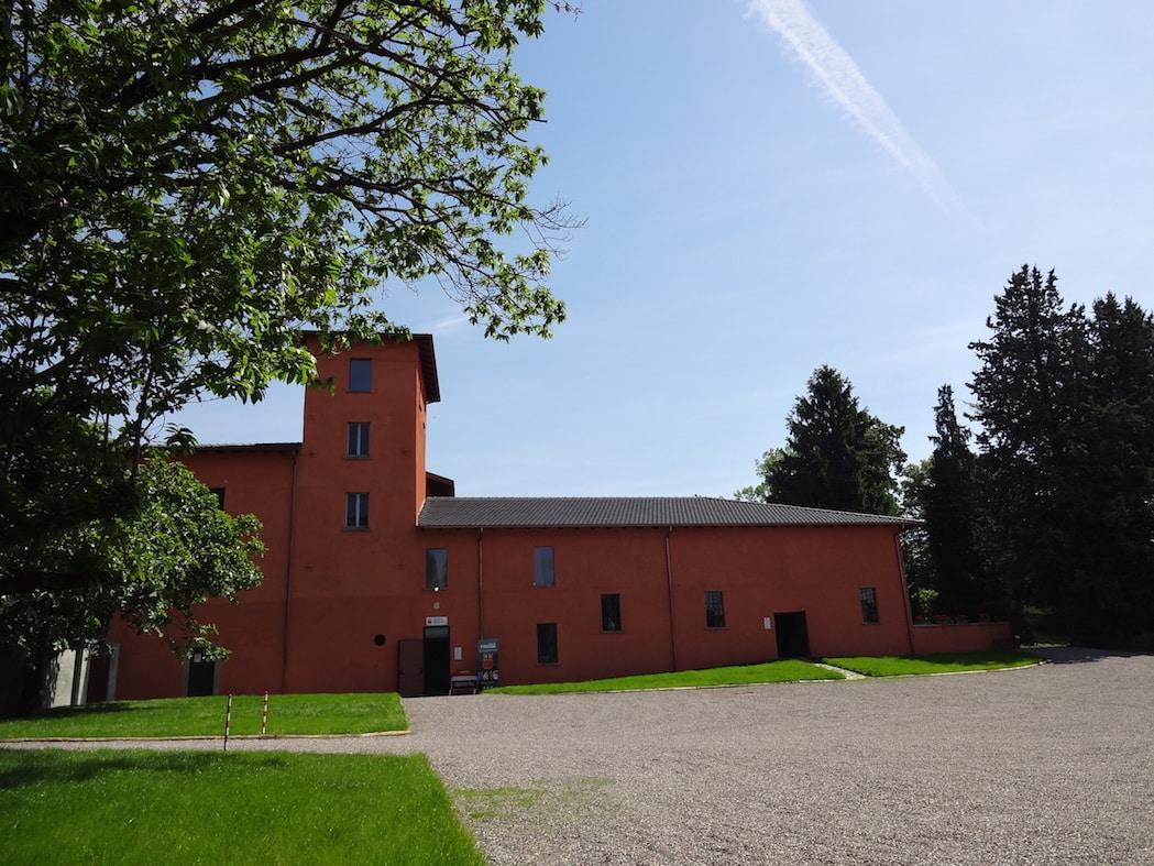 Parcheggio ed entrata Museo Fisogni Tradate
